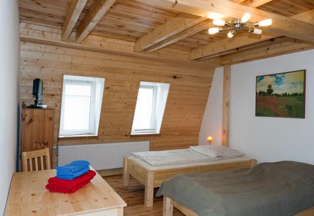 DG - Zimmer 2 - Raumansicht zum Fenster