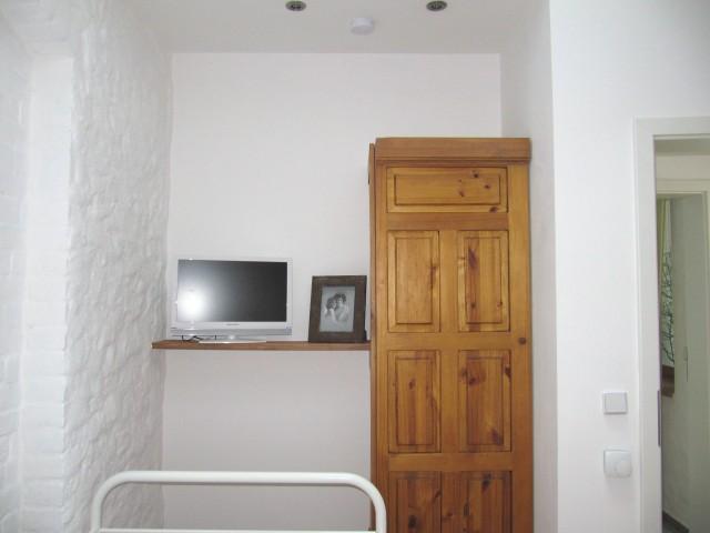 OG - Zimmer 4 - Raumansicht zum Fernseher