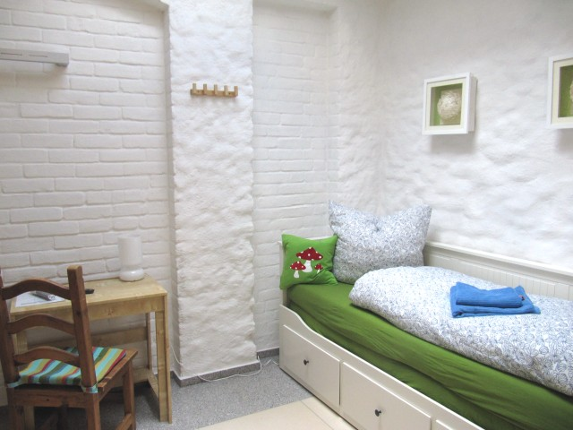 OG - Zimmer 5 - Raumansicht zum Bett