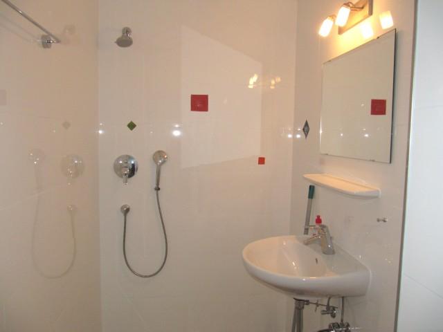 OG - Zimmer 5 - Dusche, Bad, WC